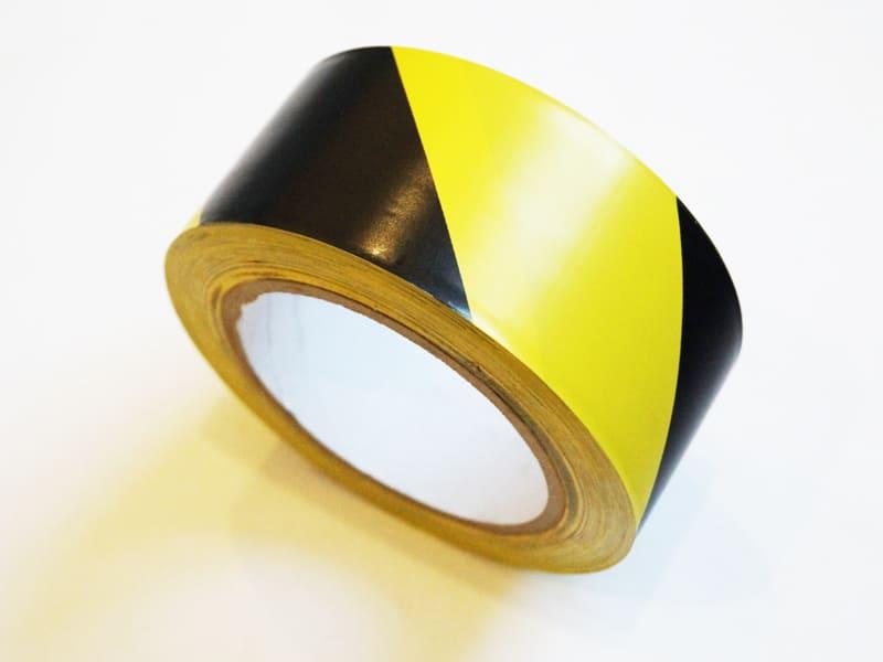 ПВХ ОПП лента разметочная, самоклеящаяся, 33м на 50мм, цвет черно-желтый (040122) цена